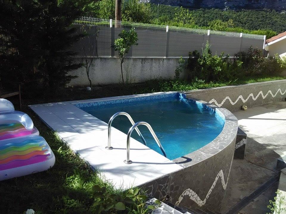 Habillage d'une piscine en carrelage et mosaïque