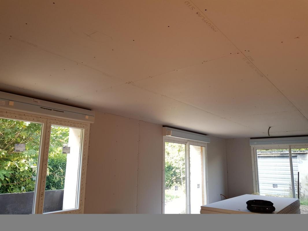 Faux plafond, doublage et menuiseries avec volet roulant électrique