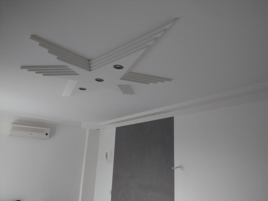 Staff et peinture faux plafond