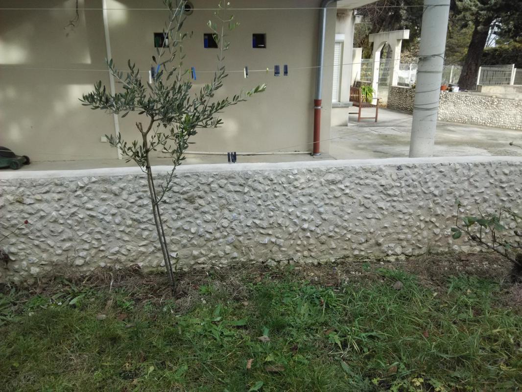 Habillage muret en pierre